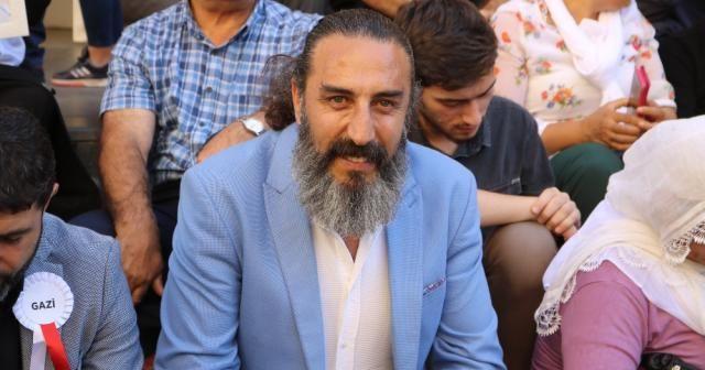 'Diriliş Ertuğrul' oyuncusu Hanifi Koç'tan ailelere destek ziyareti