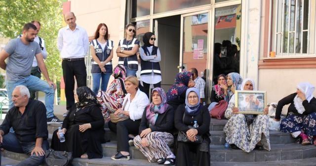 Ailelerin HDP önündeki evlat arayışı devam ediyor