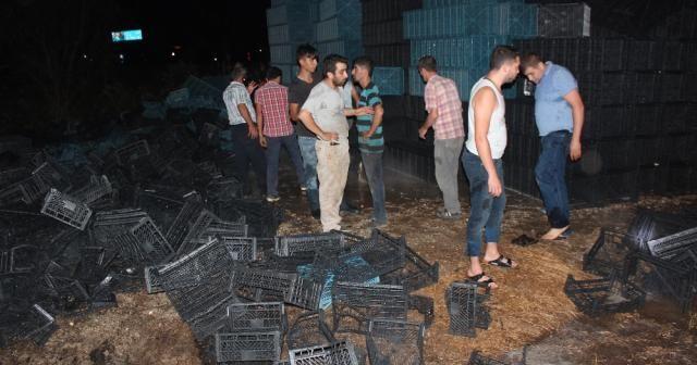 Alaşehir'de plastik kasa imalathanesinde yangın