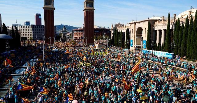 Ayrılıkçı Katalanlar Barselona sokaklarını doldurdu