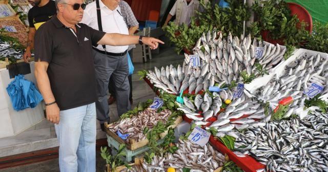 Balık tezgahları hareketlendi, hamsi dolardan hızlı düşüyor