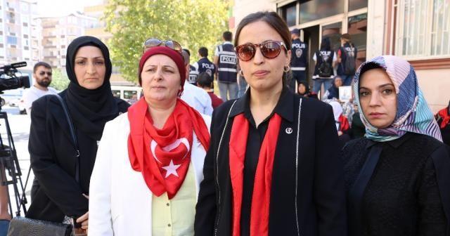 BBP heyetinden oturma eylemi yapan ailelere destek ziyareti