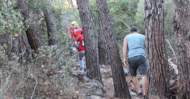 Dağlık alanda kaybolan İngiliz turist ekipleri alarma geçirdi