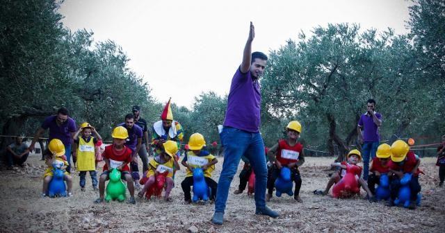 İdlib'te savaş çocuklarının buruk eğlencesi