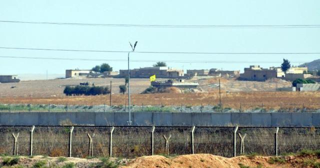 Terör örgütü sınırın sıfır noktasında mevzilendi
