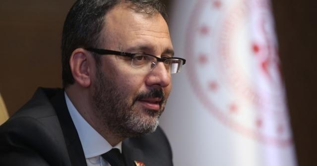 Bakan Kasapoğlu, şampiyon Eczacıbaşı VitrA'yı tebrik etti
