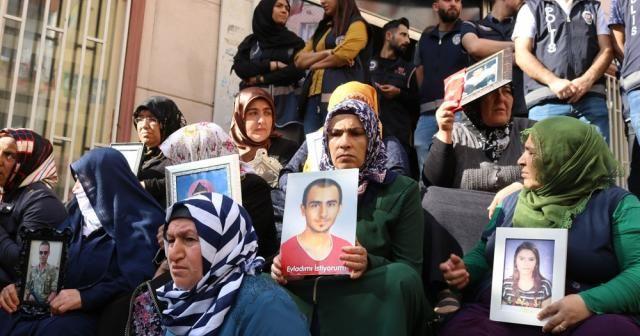 Engellere rağmen ailelerin HDP önündeki eylemleri 46'ncı gününde
