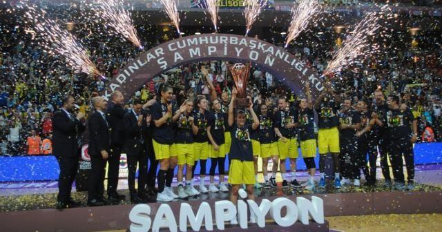 Fenerbahçe kupayı müzesine götürdü