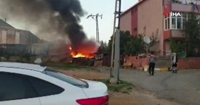 Pendik'te fabrika bahçesinde korkutan yangın