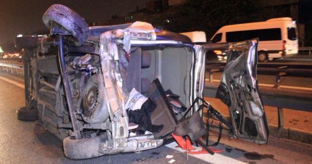 TEM'de otomobilin çarptığı araç takla attı: 2 yaralı