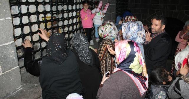 Diyarbakır'da evlat nöbeti tutan aileler Hz. Süleyman Camii'ni ziyaret etti