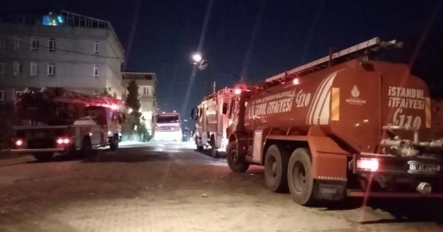 Esenyurt'ta 4 katlı binanın çatısı kül oldu