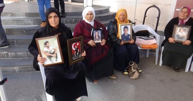 HDP önünde evlat nöbeti tutan ailelerin sayısı 56'ya yükseldi