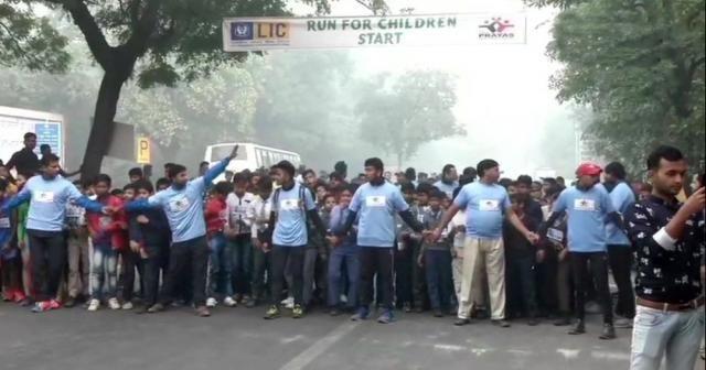 Hindistan'da hava kirliliği koşu yarışını engelleyemedi