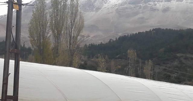 Kaş'ta yılın ilk kar yağışı