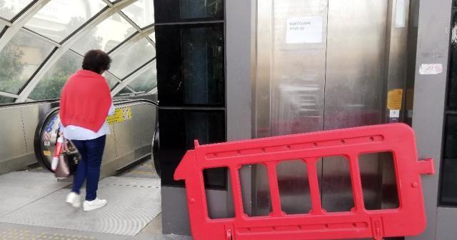 Metrobüste bozuk asansör çilesi