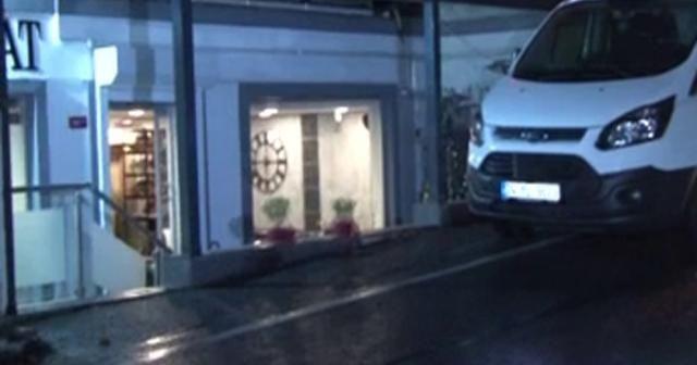 Beşiktaş kuaförde silahla tehlikeli oyun: 1 kişi yaralandı