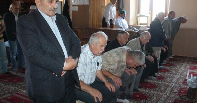 Camilerde tabure ve sandalye ile namaz kılma devri sona erdi ile ilgili görsel sonucu