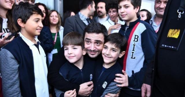 Ahmet Kural ve Murat Cemcir'den İzmirli öğrencilere karne sürprizi