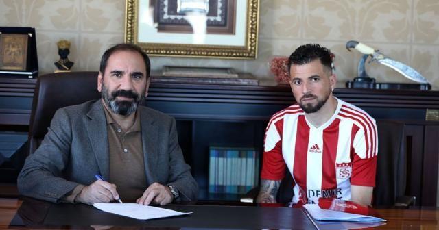 Claudemir, Sivasspor ile resmi sözleşmeyi imzaladı