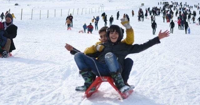 Güneydoğu'nun tek kayak merkezi Karacadağ doldu taştı