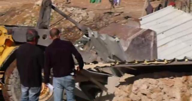 İsrail güçleri Filistinli ailenin evini yıktı