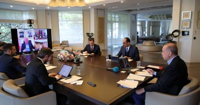 Cumhurbaşkanı Erdoğan, kabine üyeleriyle video konferansla toplantı yaptı