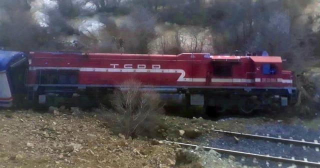 Elazığ'a heyelan nedeniyle tren yoldan çıktı, facia ucuz ...