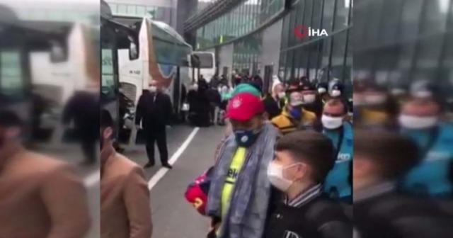 İstanbul Havalimanı'nda bekleyen Cezayirliler, karantina için Karabük'e gönderiliyor