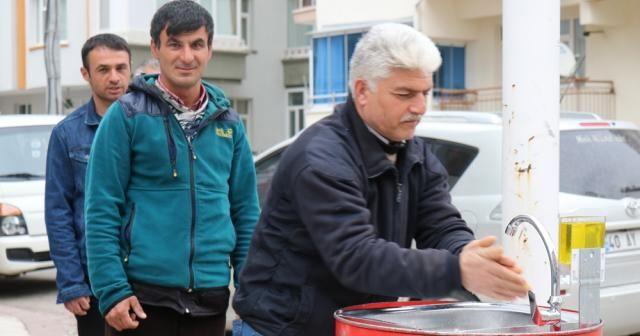 Kırşehirli esnaf, sokak ortasına dezenfekte istasyonu kurdu