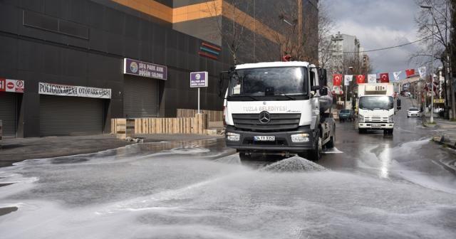 Tuzla'da korona virüsüne karşı temizlik çalışmaları hız kesmeden devam ediyor