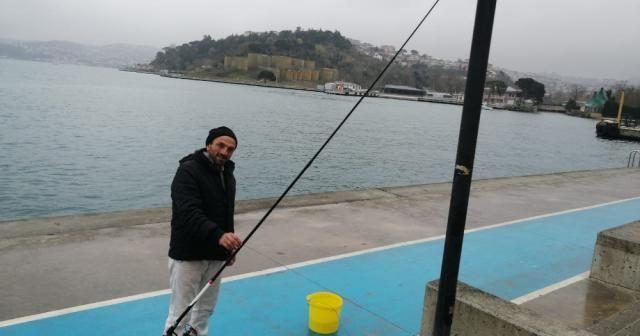 Yasak dinlemeyen vatandaşlar balık tutup sahilde spor yaptı