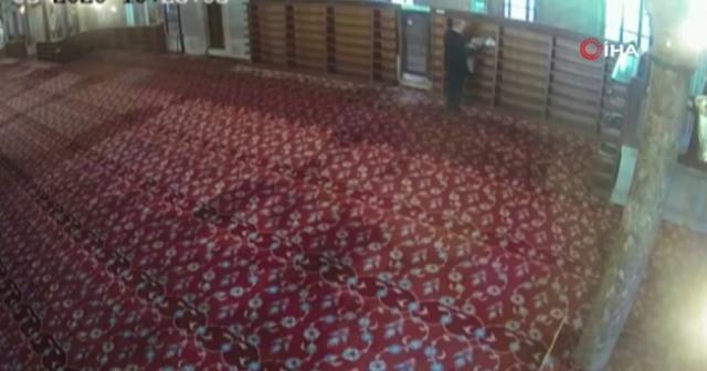 Sultanahmet Camisi'ndeki ayakkabı hırsızlığı kameraya böyle yansıdı