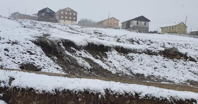 Trabzon'un yaylalarında mayıs ayında kar sürprizi