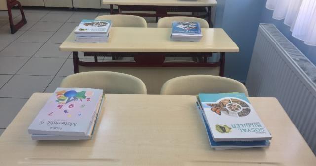 Ücretsiz ders kitapları öğrenci sıralarında yerini aldı