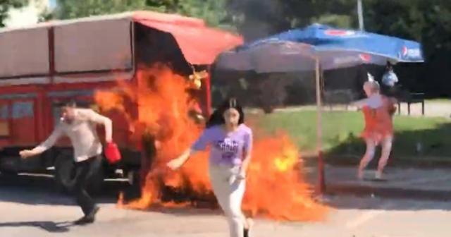 Zabıtanın kaldırmaya çalıştığı karpuz yüklü aracını yaktı: Kızı canından oluyordu
