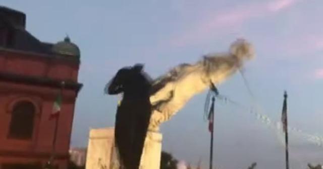 ABD'de Kristof Kolomb'un bir heykeli daha yıkıldı