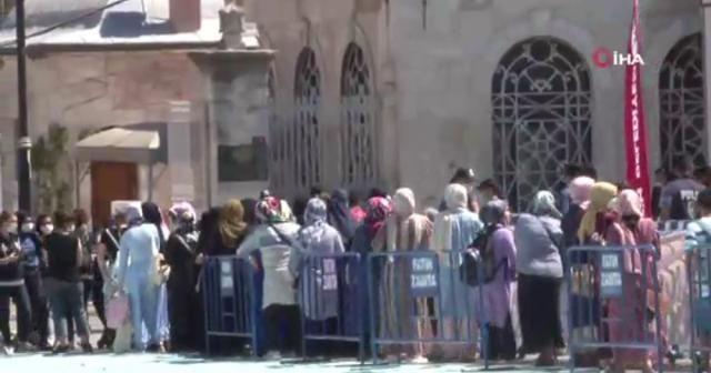 Ayasofya-i Kebir Cami-i Şerifi'nde bayram yoğunluğu