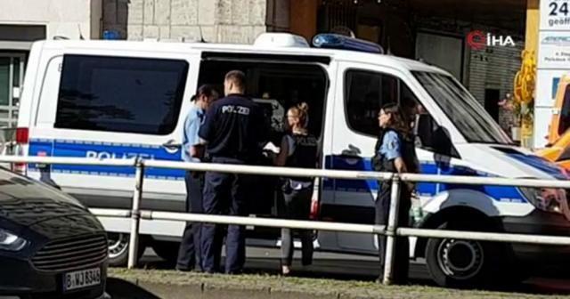 """Berlin'de bankaya """"biber gazlı"""" saldırı"""