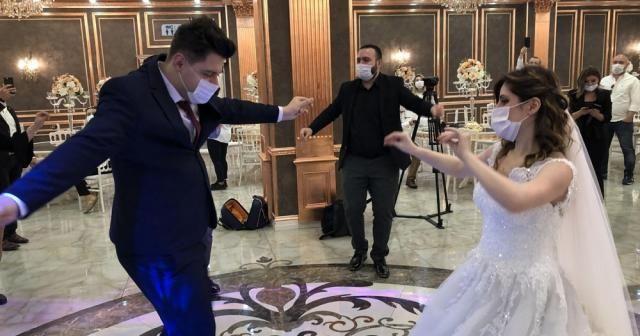 Düğün salonları ve sinemalar tedbirle kapılarını açtı