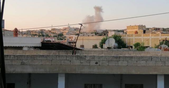 Esad rejimi İdlib'in batısını vurdu: 4 yaralı
