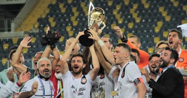 Fatih Karagümrük kupasına kavuştu