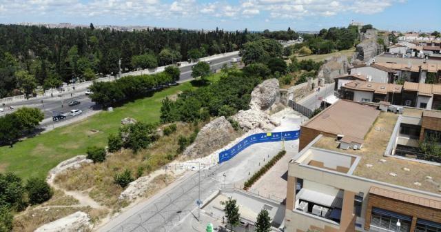 Fatih'te çöken tarihi surlar havadan görüntülendi