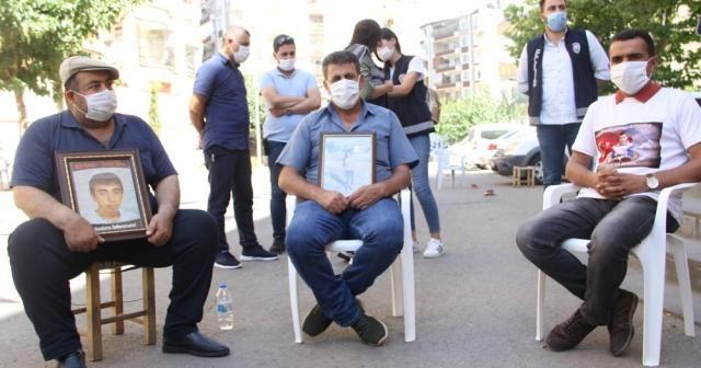 HDP önündeki ailelerin buruk bayramı