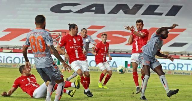 Medipol Başakşehir deplasmanda Antalyasporu'u 2-0 mağlup etti