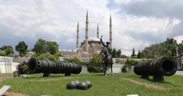 Müslümanların Selimiye'de cemaatle namaz coşkusu