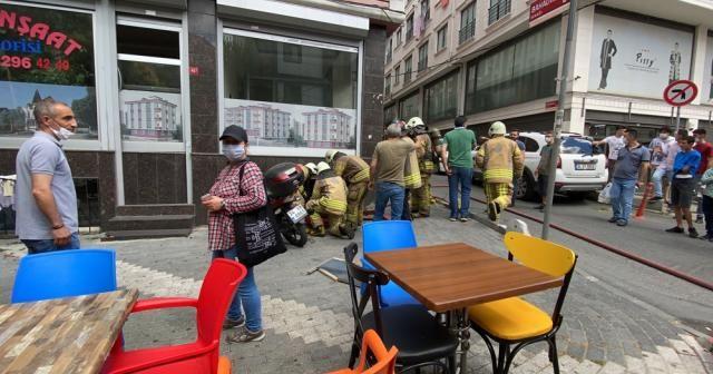 Şişli'de çıkan yangını söndürme esnasında sosyal mesafe kuralı unutuldu