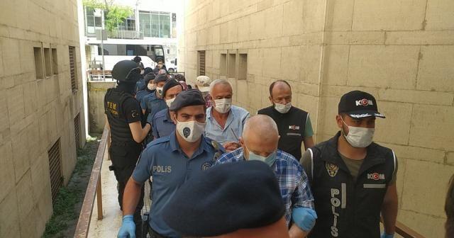 Yapılan operasyonda gözaltına alınan eski daire başkanı ve 14 kişi adliyeye sevk edildi