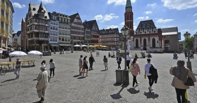 Almanya'da Covid-19 vaka sayılarındaki artış sürüyor