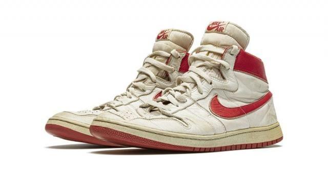 Efsane basketbolcu Jordan'ın ayakkabılarına rekor fiyat